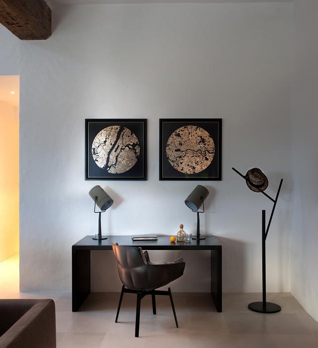 Прекрасные и необычные формы в интерьере комнаты, подчеркивают независимость и индивидуальность личности хозяина.