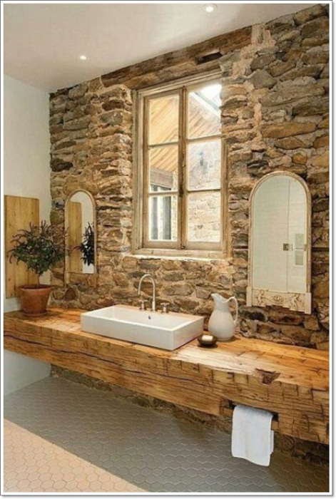 Каменная кладка на стене станет просто отличным дополнением к интерьеру ванной комнате.