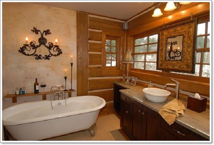 Деревянные элементы применены при оформлении дизайна ванной комнаты в интересном рустикальном стиле.
