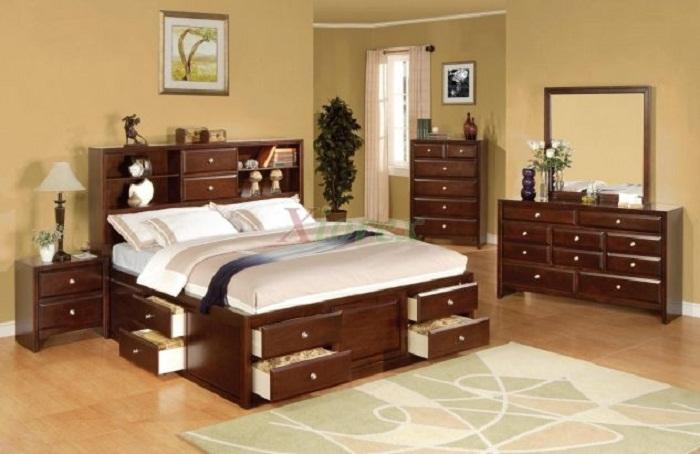 Прекрасное решение для обустройства интерьера спальной в дереве, что максимально понравится.