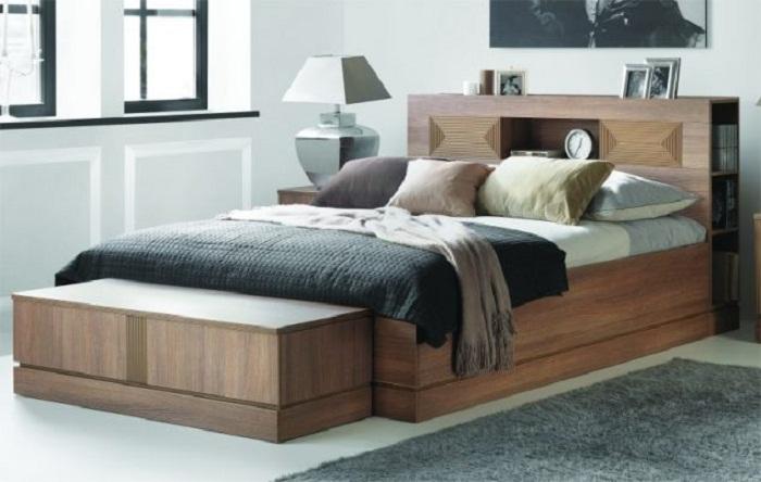 Прекрасный интерьер спальной с тумбой, что впечатлит и порадует глаз.