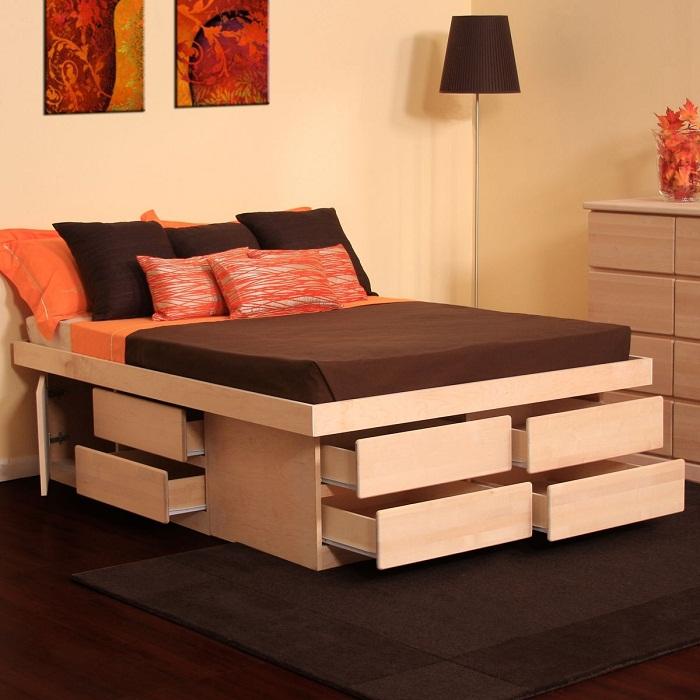 Милое решение для оптимизации пространства в комнате за счет размещения ниш под кроватью.