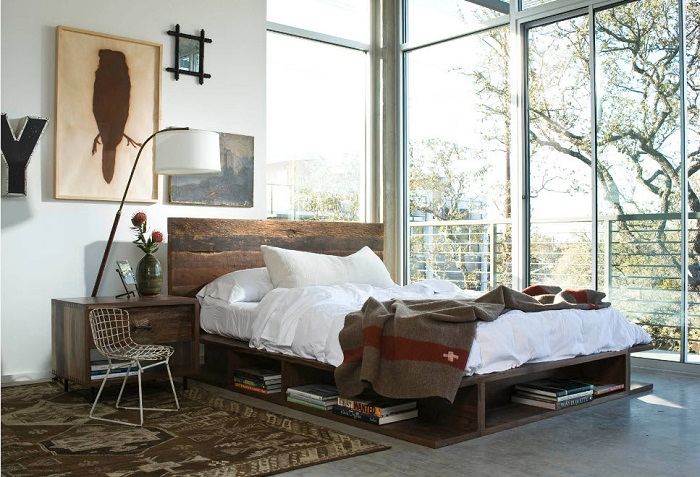 Очень оригинальное и практичное решение для декорирования спальной при помощи хранения книг под кроватью.