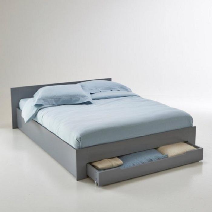 Хорошее решение для преображения комнаты с оригинальной кроватью в пастельных тонах с нишей.