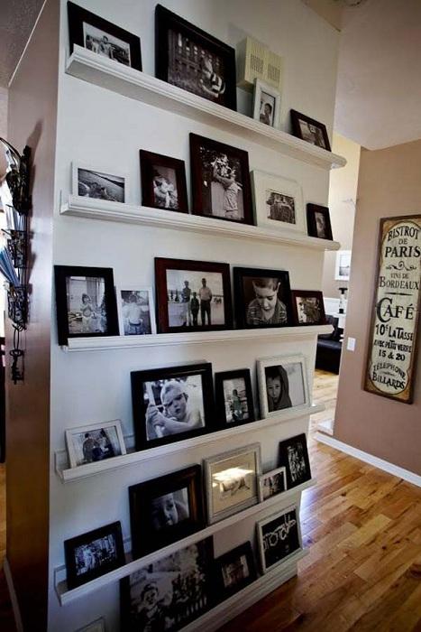 Украсить любой интерьер комнаты возможно при помощи фотографий.