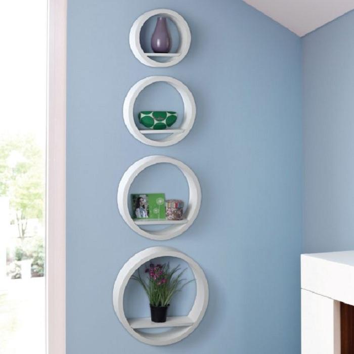 Прекрасные круглые полки отлично подойдут для декорирования стен любой из комнат и создадут просто невероятное настроение.