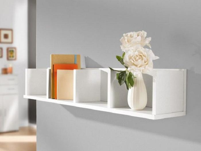 Прекрасное решение для оформления светлой полки, что вдохновит и приукрасит интерьер комнаты.