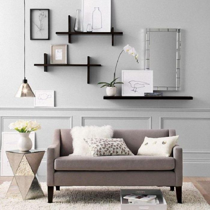 Хороший вариант декорирования гостиной в светло-серых тонах, что станет просто находкой и точно понравится.