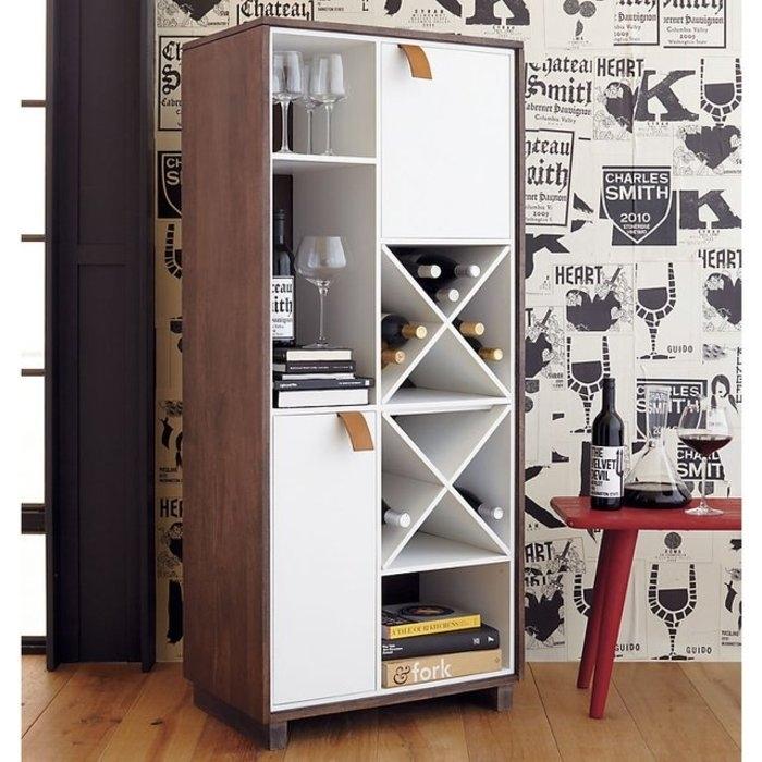 Мини-бар возможно разместить в шкафу, что позволит сэкономить пространство.