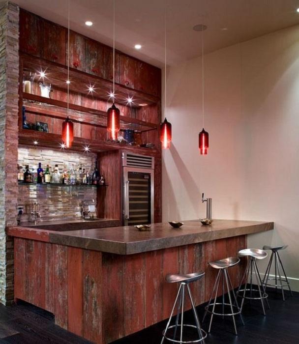 Хороший вариант разместить домашний бар на кухне.