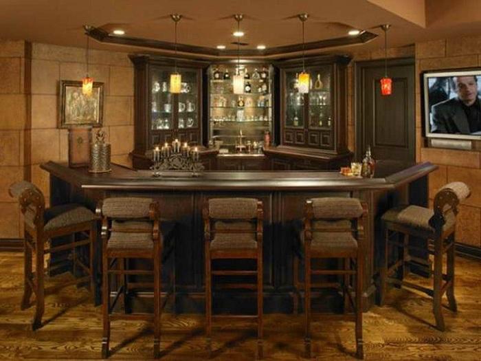 Нестандартный и маленький домашний бар для небольших помещений.