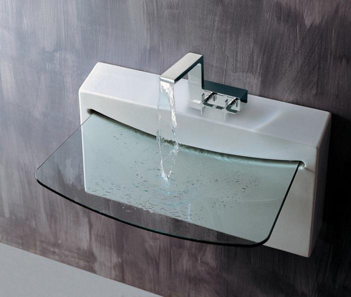 Оригинальная раковина выполнена из стекла в современном стиле и с применением минималистических тенденций.
