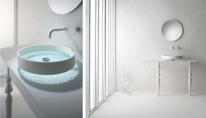 Очень интересный интерьер в ванной создан благодаря очень красивой стеклянной раковине, что позволяет создать ощущение игры теней.