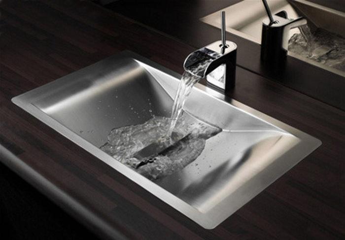 Симпатичное решение для того чтобы оформить раковину в ванной комнате из металла, что создаст интересное настроение в интерьере.