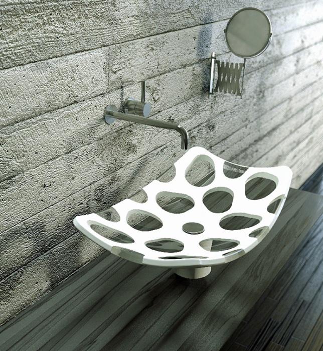 Дизайн раковины словно демонстрирует свои особенности, складывается такое впечатление будто эта раковина дырявая.