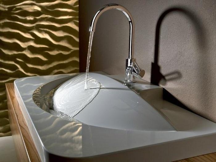 Интересное оформление умывальника в ванной комнате, который создан в современном и очень оригинальном стиле.