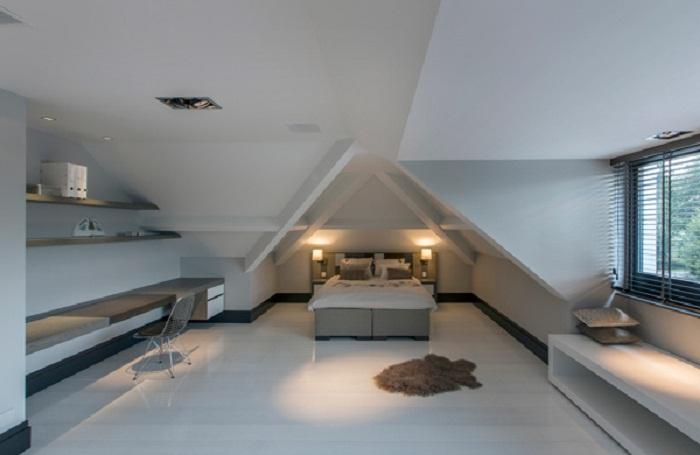 Стильный вариант по особенному декорировать спальню, что выглядит очень красиво и стильно.