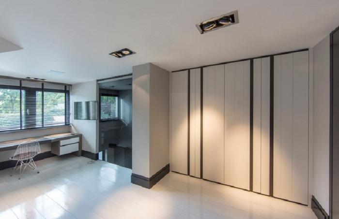 Прямые линии по достоинству стали особенностью оформления этой комнаты.