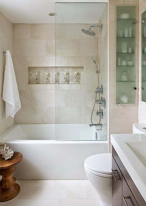 Хорошее дизайнерское решение обустроить интерьер ванной комнаты с крошечной площадью стильно.
