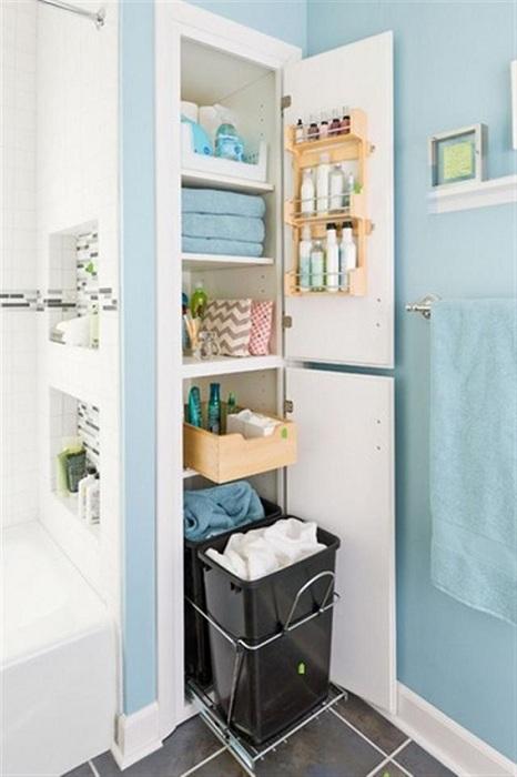 Пример декорирования ванной комнаты со скрытыми пространствами.