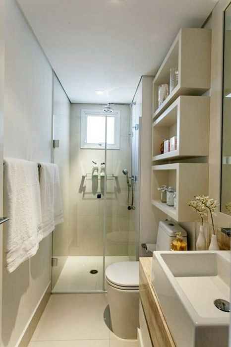 Симпатичное преображение укромного уголка в крошечной ванной комнаты.