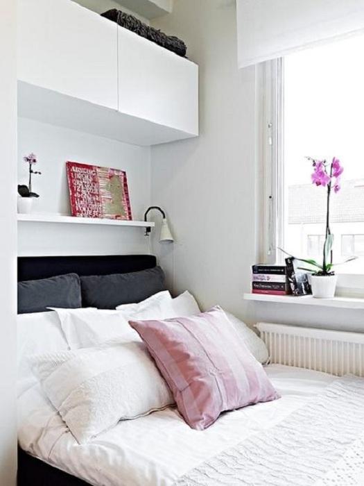 Отличный вариант преобразить интерьер маленькой спальни, что создаст особенный уют в ней.