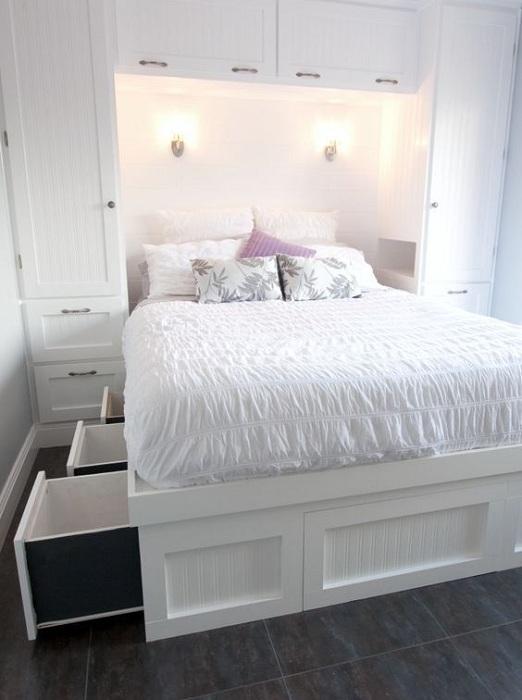 Белоснежная атмосфера в гостиной, что станет просто отменным вариантом декорирования комнат.