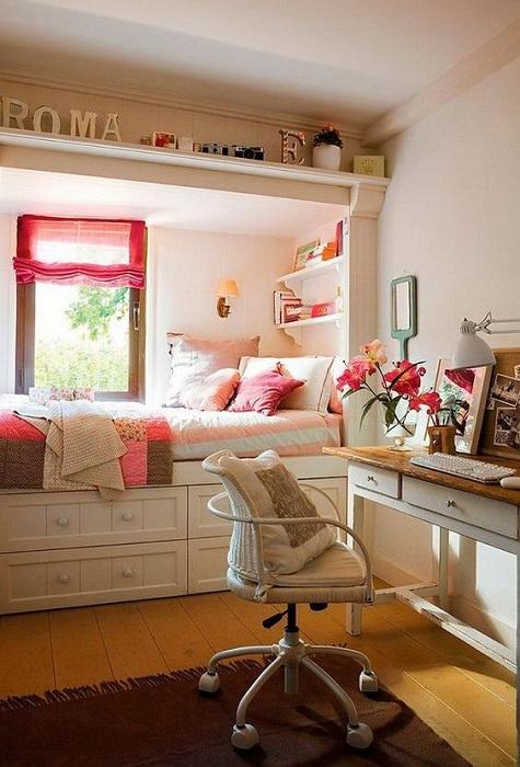 Хороший интерьер в мини-спальной, которая очаровательна и симпатична.