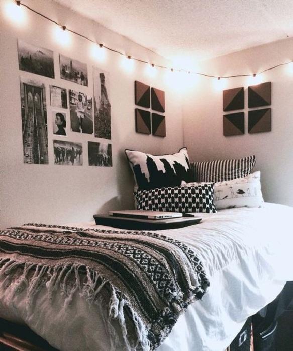 Хороший пример оформления маленьких пространств в спальне, что понравятся.