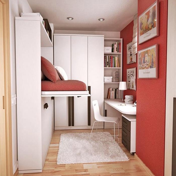 Хороший интерьер мини-спальни преображен благодаря нестандартной бело-красной обстановке.