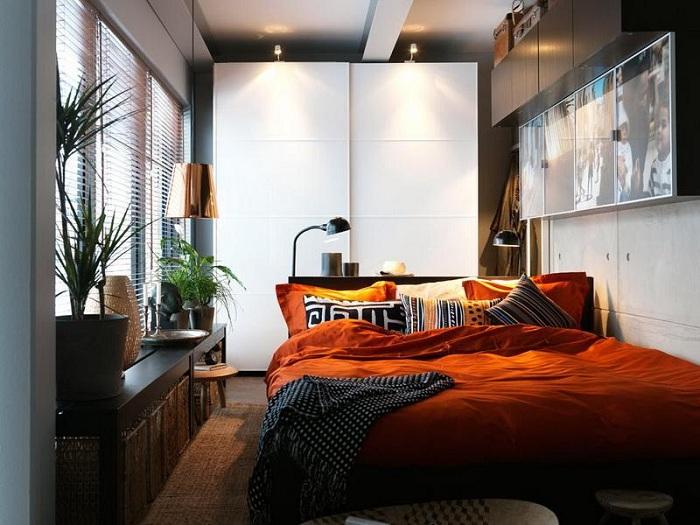 Отменный интерьер в мини-спальне, которая облагорожена благодаря добавлению невероятного терракотового цвета.