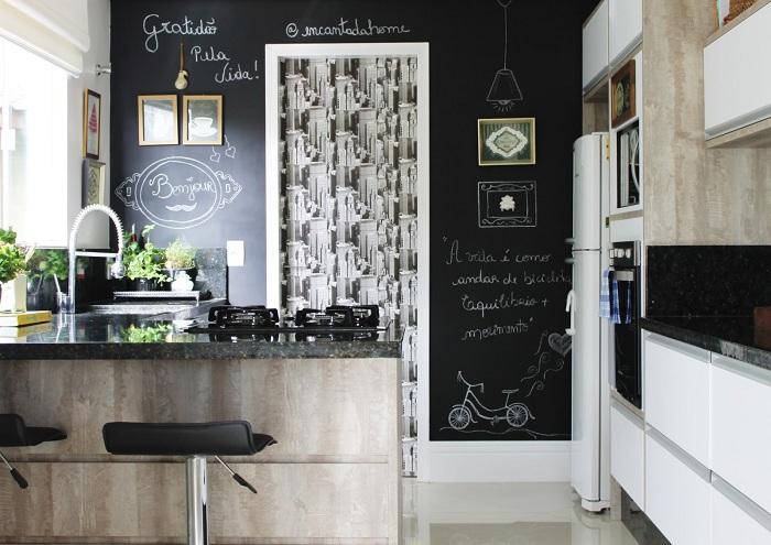 Крутой пример оформления кухни с маленькой площадью в современных тенденциях.