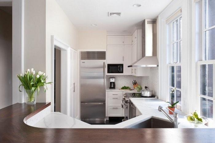 Прекрасный нестандартный вариант оформления мини-кухни в который можно влюбится с первого взгляда.