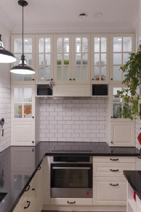 Крутое решение обложить стены кирпичной кладкой хорошо подойдет для дизайна кухни с ограниченной площадью.