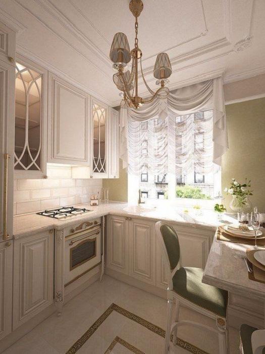 Симпатичный вариант оформления мини-кухни с интересными шкафами и столами что позволит создать оптимальное настроение.