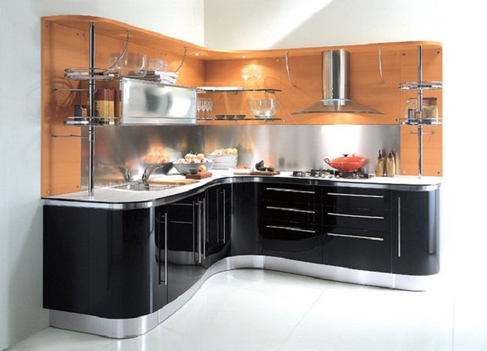 Симпатичный интерьер кухни в черном цвете очарует с первого взгляда и подарит только сдержанные и легкие фантазии.