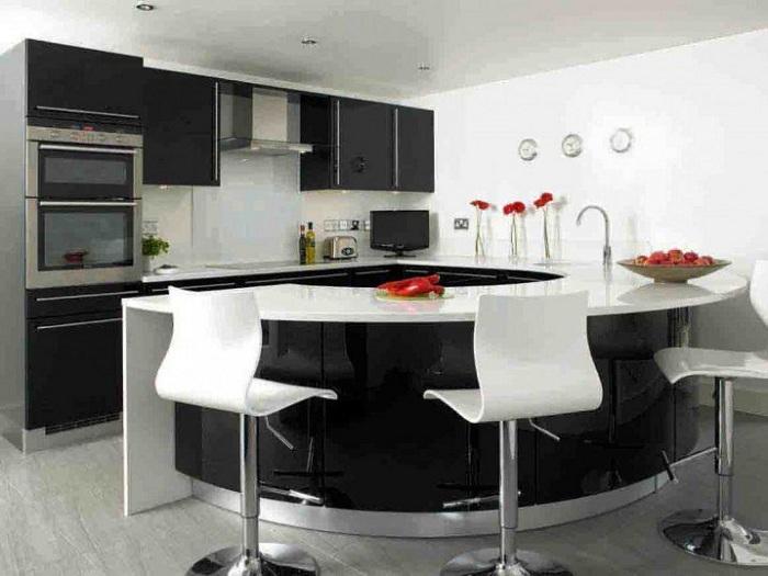 Хороший черно-белый интерьер кухни в классических черно-белых тонах, который вдохновит и очарует.