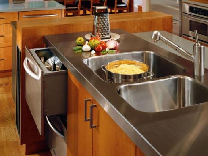 Хороший вариант хранить кухонные принадлежности рядом с рабочей кухонной зоной, что точно понравится и порадует глаз.