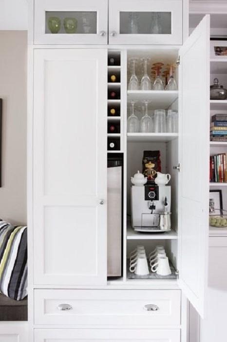 Оригинальное скрытое пространство для дома, что позволит просто и практично организовать кухню и максимально сэкономить пространство.