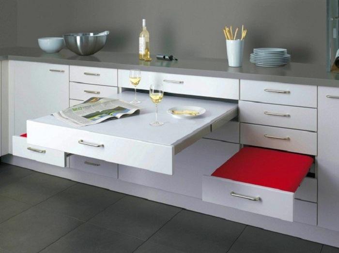 Просто отличный вариант установить на кухне такого плана стол, ящики которого служат и столом, и стульями, что выглядит очень стильно.
