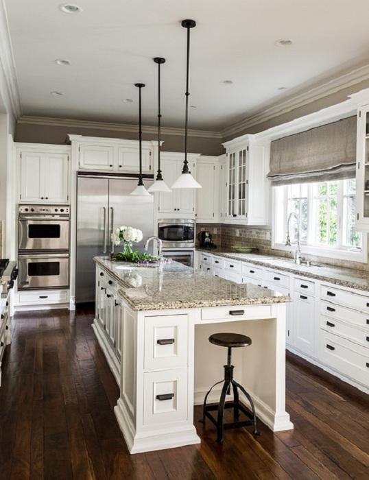 Красивое и практичное оформление кухни с множеством ящиков, которые прекрасно преобразят интерьер любой кухни.