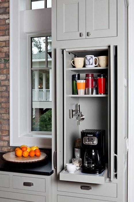 Скрытое пространство для хранения кофеварки что сэкономит пространство на кухне и преобразит его.