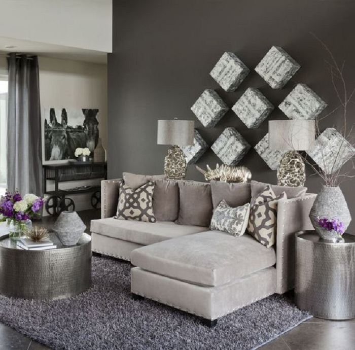 Правильный подбор мебели позволит создать комфорт в маленькой гостиной.