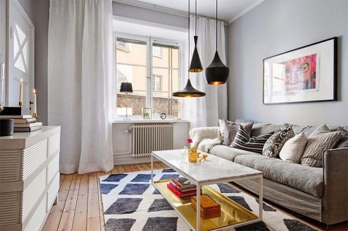 Ограниченную площадь в гостиной стоит организовать максимально комфортно.