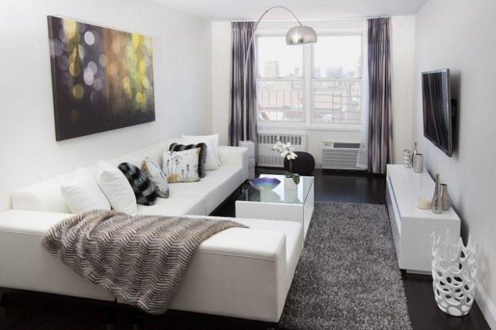 С помощью светлой палитры зрительно увеличивается площадь комнаты.