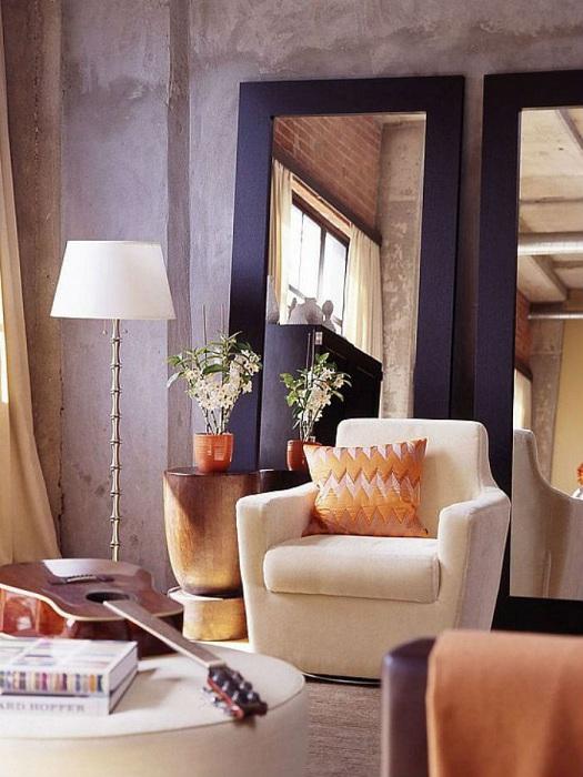 Нежные тона в гостиной и большие зеркала, сделают интерьер невероятным.