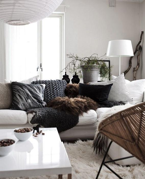 Темные штрихи разбавят светлую обстановку гостиной.