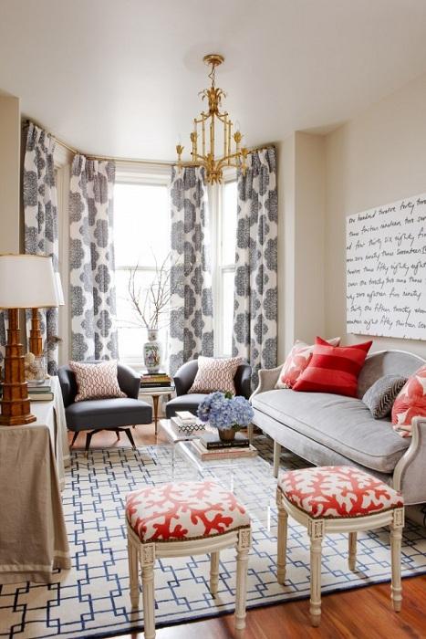 Если заменить крупную мебель маленькой не менее комфортной - это позволит сэкономить площадь.