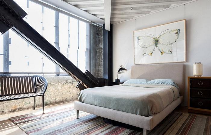 Отменное решение создать комнату в промышленном стиле, что точно позволит погрузиться в нестандартную атмосферу.