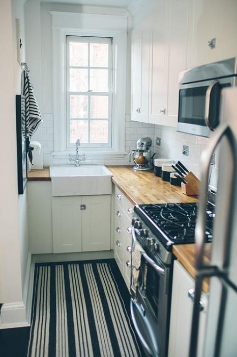 Оптимальное решение обустроить очень оригинально и комфортно маленькое кухонное пространство.